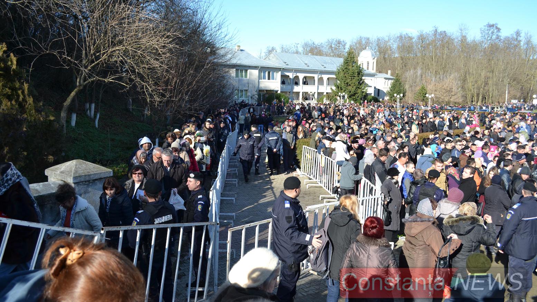 """Peste 130 de jandarmi și polițiști vor asigura, mâine, ordinea publică la mănăstirea """"Peștera Sfântului Apostol Andrei"""""""