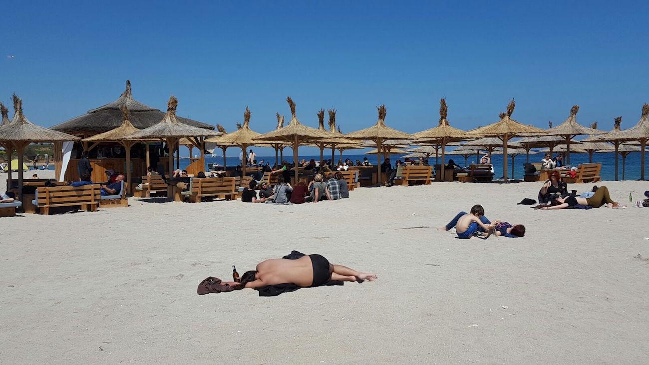 Beach-bar din Vama Veche, amendat cu 10.000 de lei din cauza aglomerației din incintă