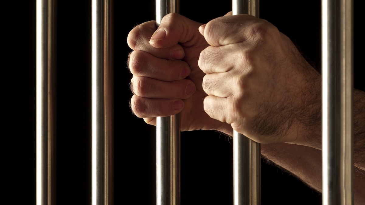 Trei bărbați din Dunăreni, arestați preventiv pentru tentativă la omor