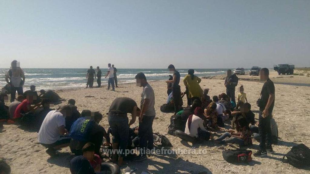 Călăuzele migranților ce au debarcat pe plaja din Midia au fost arestate preventiv