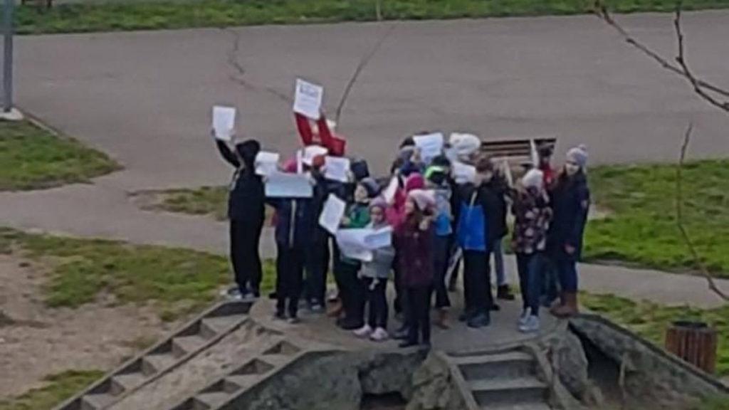 FOTO VIDEO Protest al copiilor într-un parc din Faleză Nord pe care Primăria vrea să îl demoleze