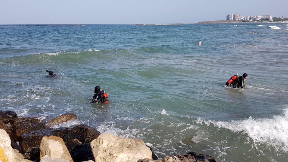 Tânăr căutat de salvatori după ce a intrat în mare pe plaja de la Corbu şi nu a mai ieșit