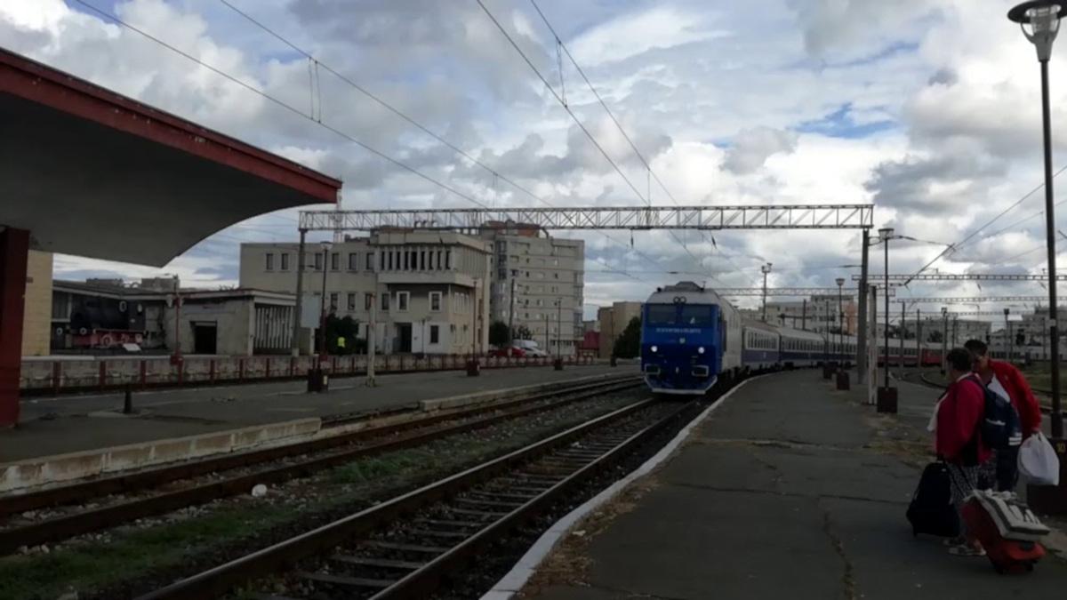 Un bătrân de 84 de ani, din Constanța, și-a pus capăt zilelor așezându-se în fața trenului de București