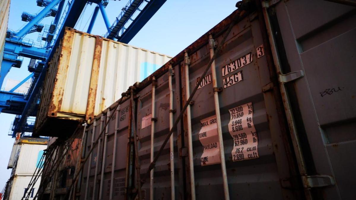 Ghiozdane contrafăcute, în valoare de 8.000 de lei, confiscate în Portul Constanța Sud Agigea