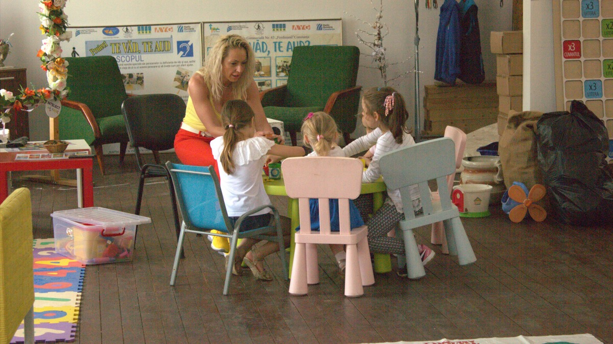 FOTO VIDEO Surprize pentru copii la Complexul Muzeal de Științe ale Naturii Constanța. Pe lângă Baby Zoo, programul pentru micuții iubitori de animale, copiii pot primi gratuit câte un iepuraș