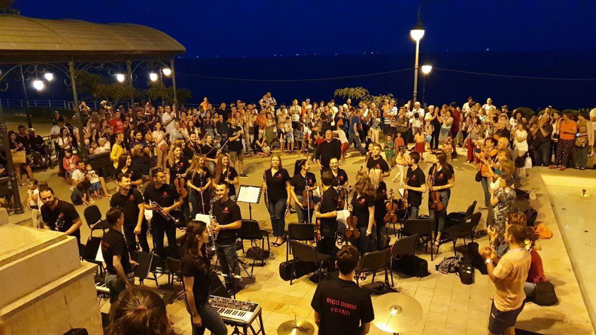 """""""Sunset Sea-mphony"""" se întoarce în Constanța. Orchestra va susține două spectacole pe zi"""