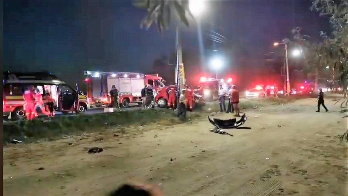 VIDEO Un mort și un rănit după ce un autoturism a izbit violent un stâlp de iluminat la Eforie