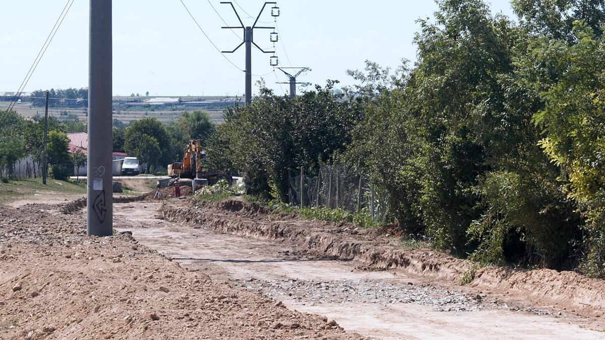 FOTO VIDEO Comuna Mircea Vodă, un șantier deschis: sunt modernizate drumuri, iar sala de sport din Satu Nou va fi inaugurată la începutul noului an școlar