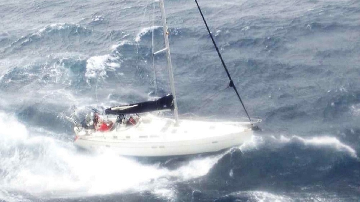 Patru marinari, salvați în timpul uraganului Sally de un comandant de nava român