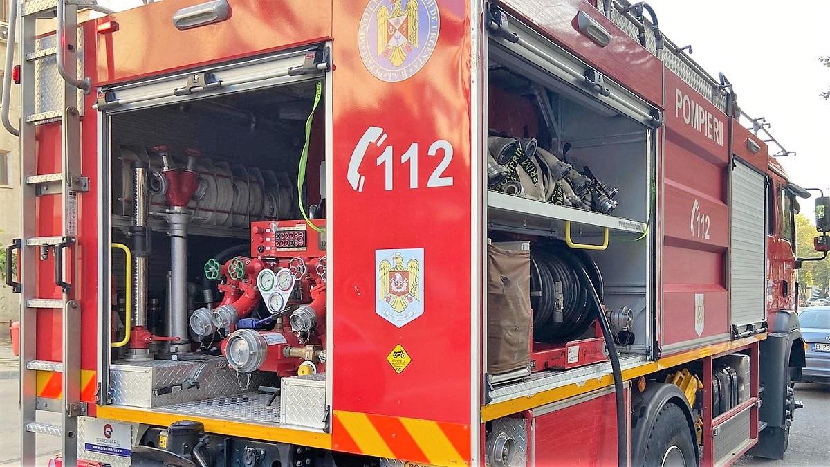 Bărbat de 93 de ani din Mangalia, grav rănit într-un incendiu izbucnit în apartamentul unde locuiește
