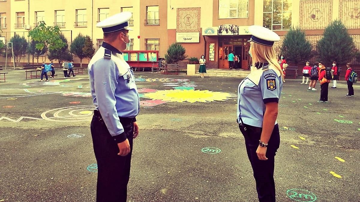 Polițiștii verifică aplicarea măsurilor de prevenire a infectării cu COVID-19 în unitățile de învățământ constănțene