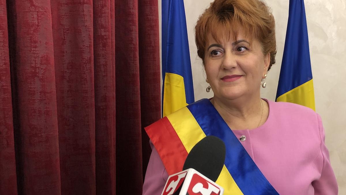 """FOTO VIDEO Dorinela Irimia, primarul comunei Saraiu, a fost învestită în funcție: """"Să considerăm că suntem o singură ființă pentru comunitatea Saraiu"""""""