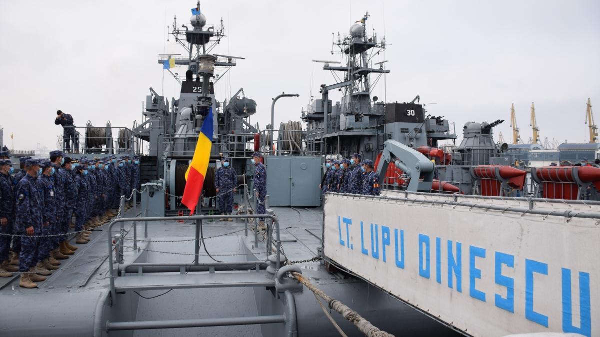 """FOTO Dragorul maritim """"Locotenent Lupu Dinescu"""" se va integra într-o grupare navală NATO"""