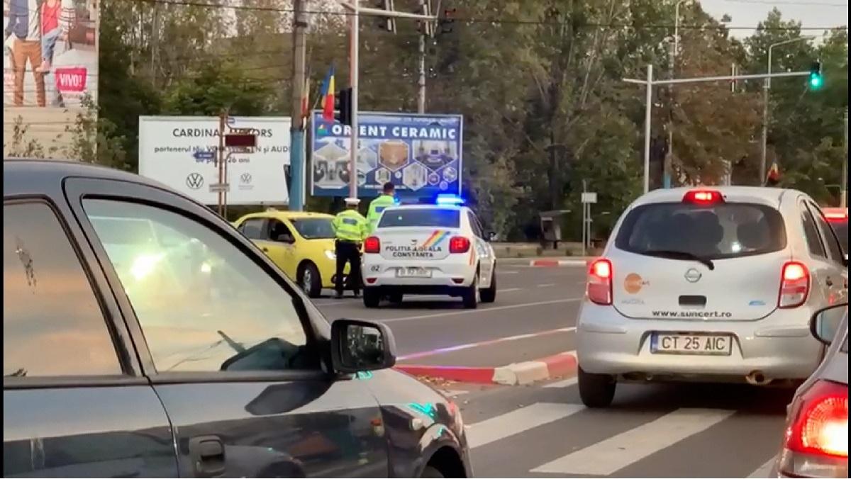 VIDEO Taximetrist amendat de polițiștii locali constănțeni după ce a staționat într-un loc interzis