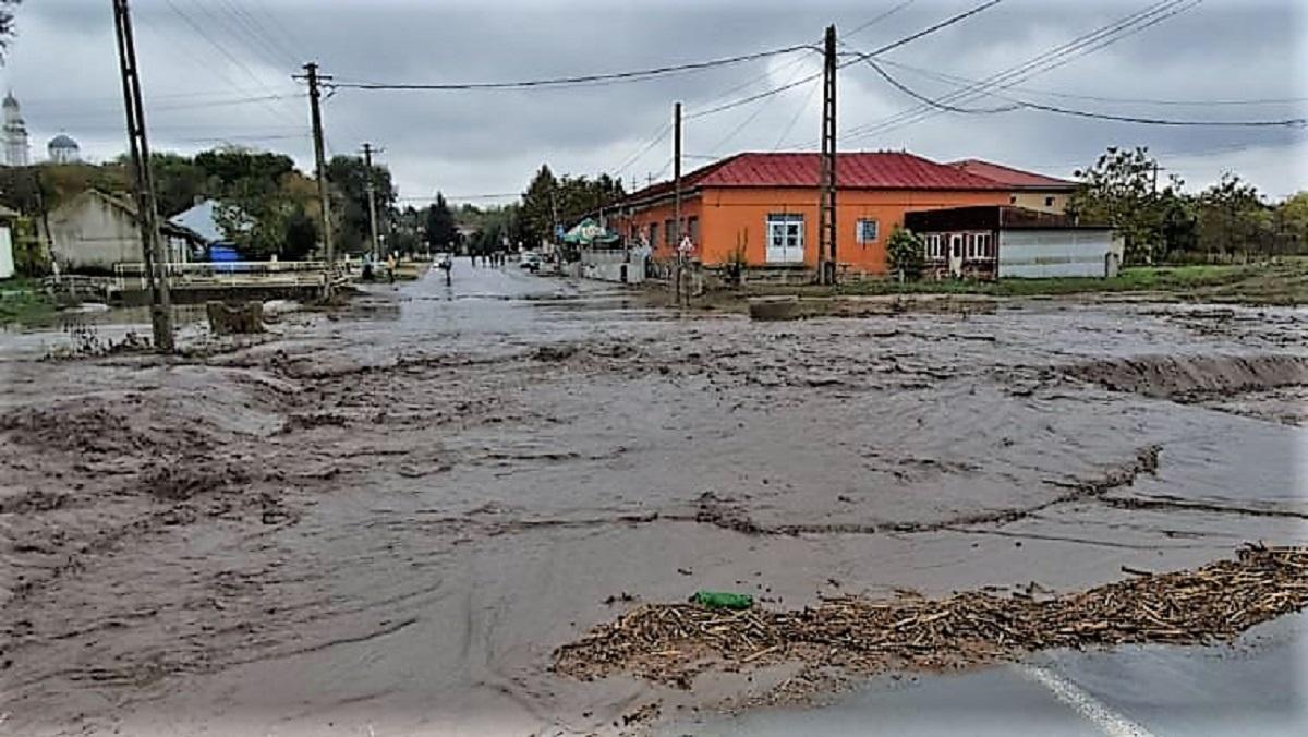 FOTO VIDEO Cod Portocaliu la Constanța: zeci de apeluri ce sesizează gospodarii sau case inundate, ori localități fără apă potabilă sau energie electrică