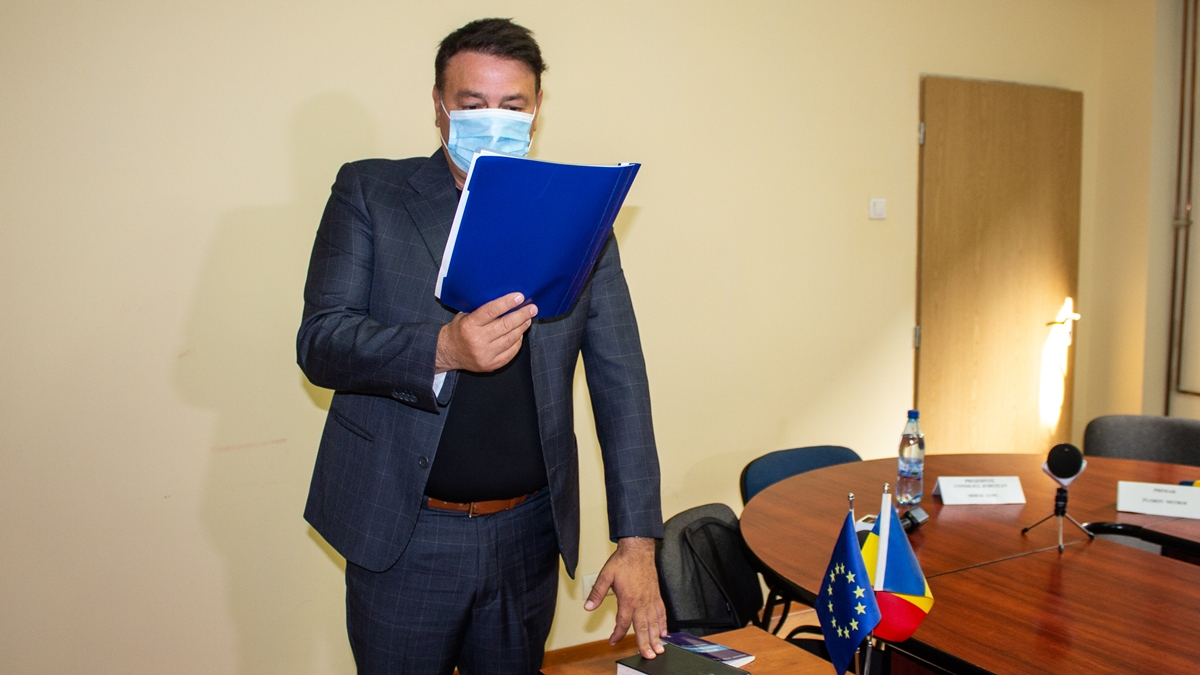 FOTO VIDEO Florin Mitroi a depus, pentru a cincea oară, jurământul de învestire în funcția de primar al comunei Valu lui Traian