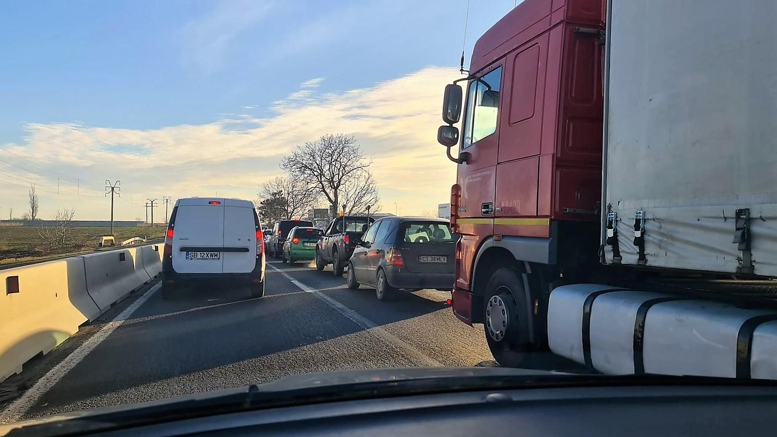 FOTO VIDEO Măsurile de carantinare luate în Constanța și Valu lui Traian au provocat cozi de 10 km între cele două localități