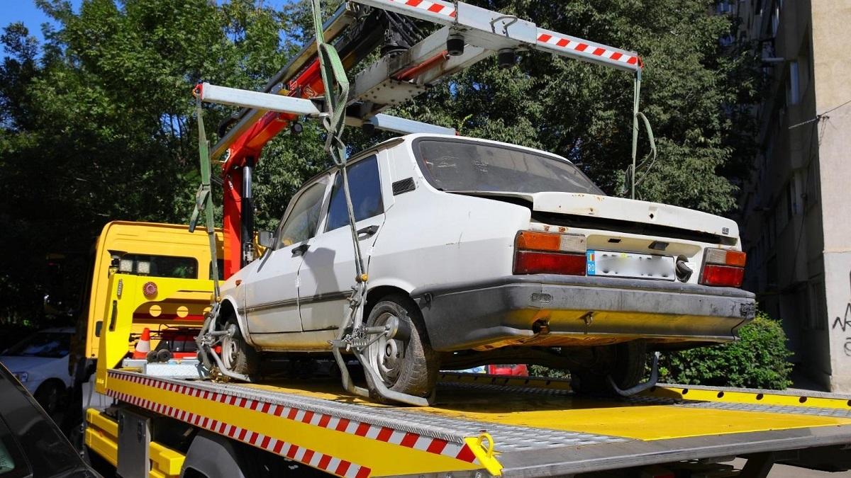 Zeci de mașini abandonate pe domeniul public vor fi ridicate în perioada următoare de polițiștii locali din Constanța