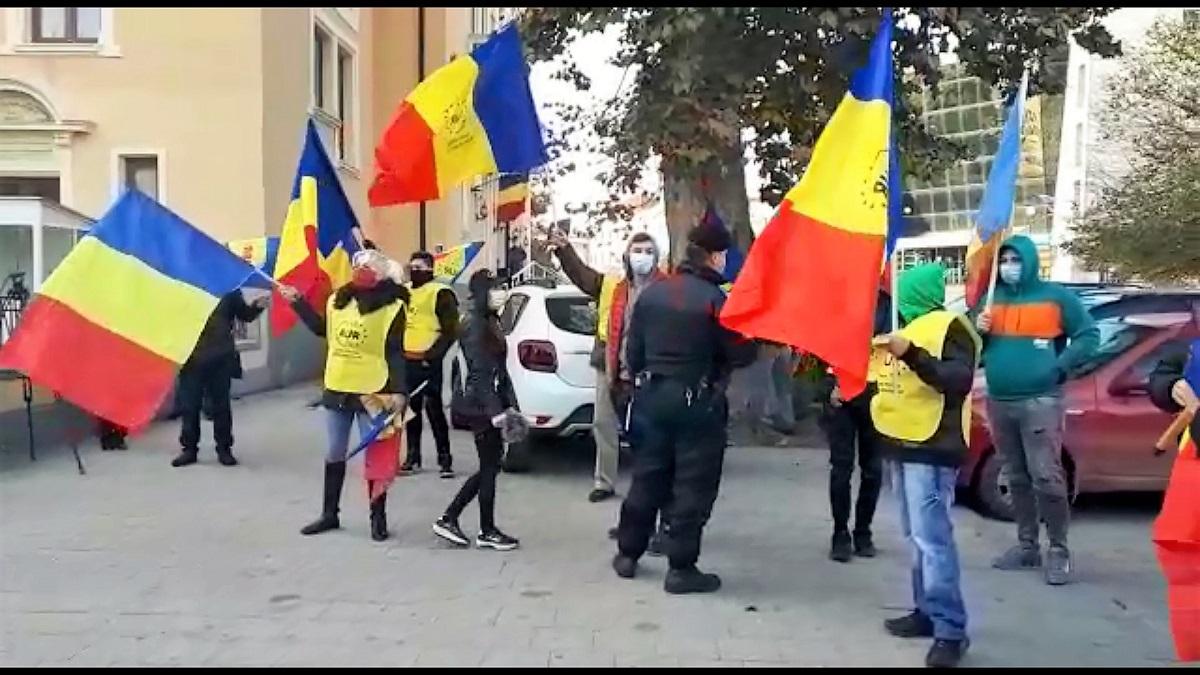 VIDEO Mai multe persoane care protestau împotriva interzicerii pelerinajelor religioase au fost amendate de polițiștii constănțeni pentru încălcarea carantinei
