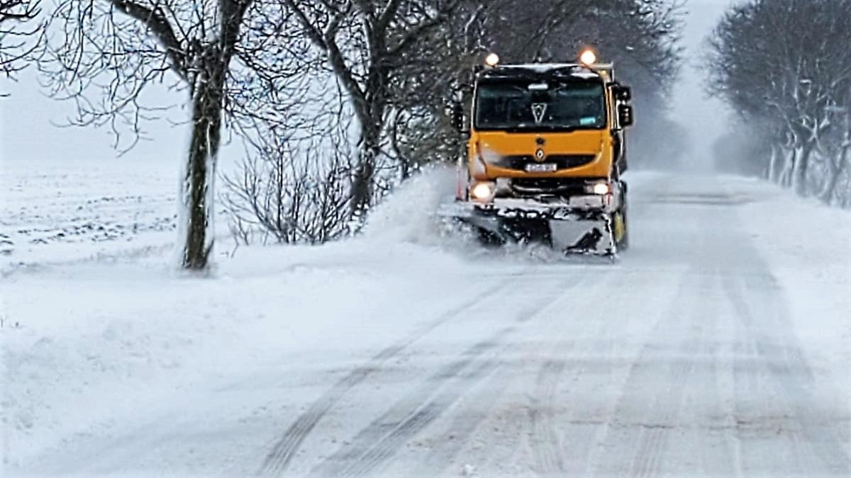 VIDEO Circulație în condiții de iarnă în tot județul Constanța. Nu sunt drumuri închise, dar vizibilitatea în multe zone este redusă de viscol