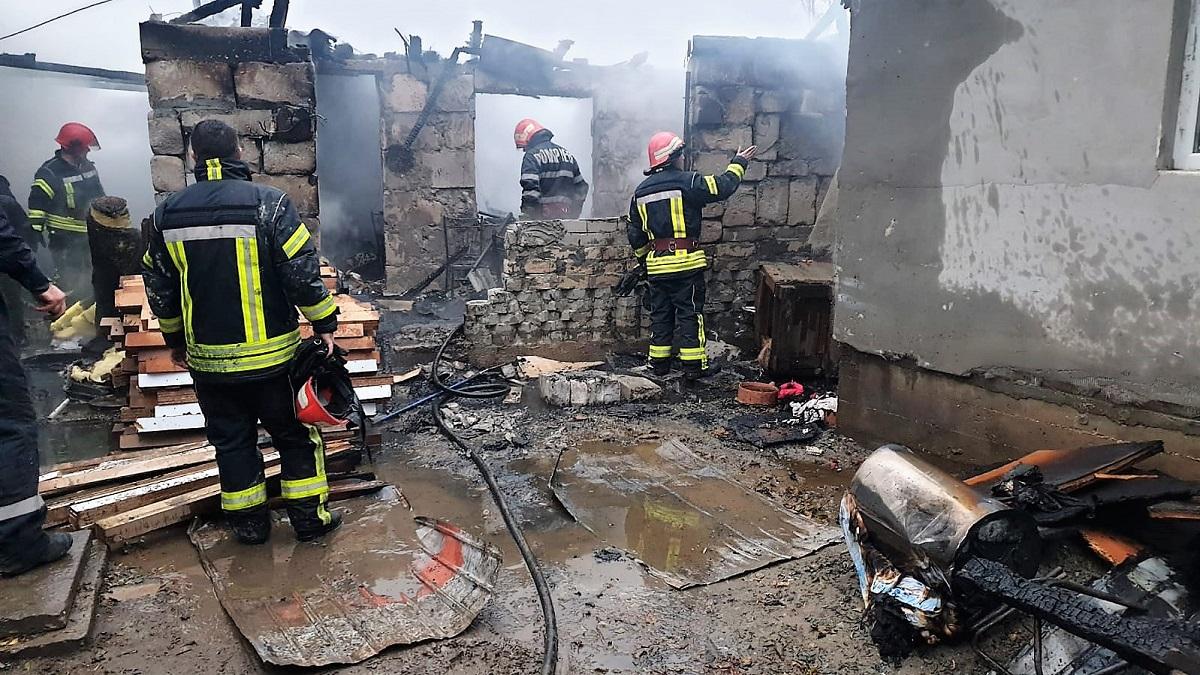 FOTO Două locuințe din Agigea au fost mistuite astăzi de flăcări