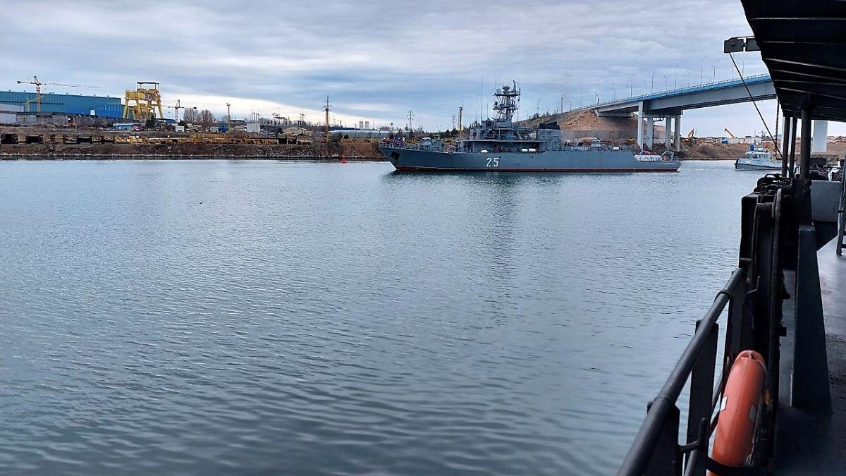 Marinarii militari continuă instrucția pe mare, pe fluviu, în teren și în aer