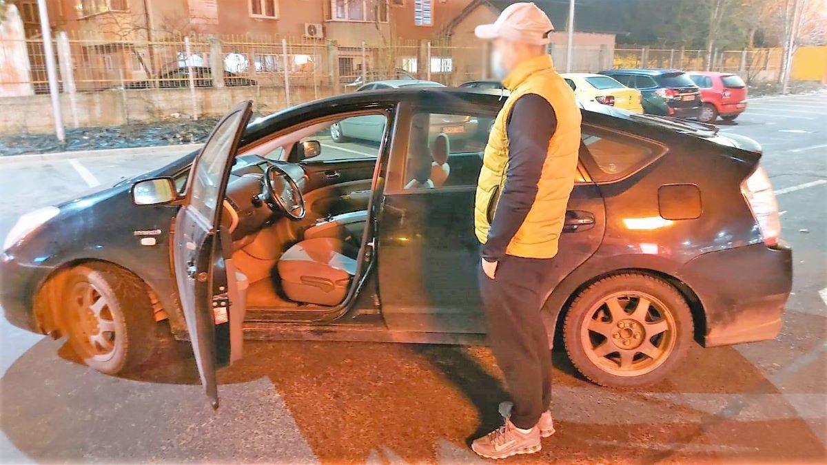 Un șofer băut, care lovise o mașină parcată și încerca să fugă, a fost prins de un ofițer de jandarmi aflat în timpul liber