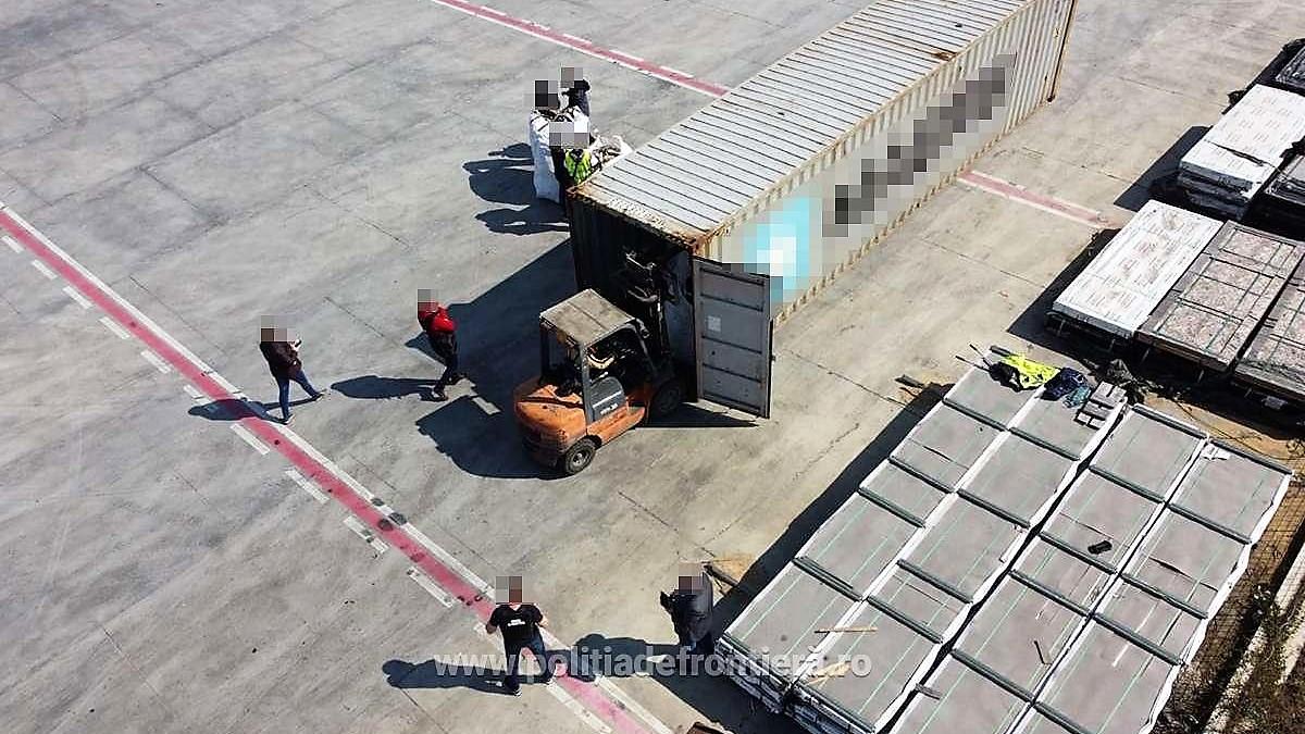 Container încărcat cu deșeuri, depistat în Portul Constanța Sud Agigea