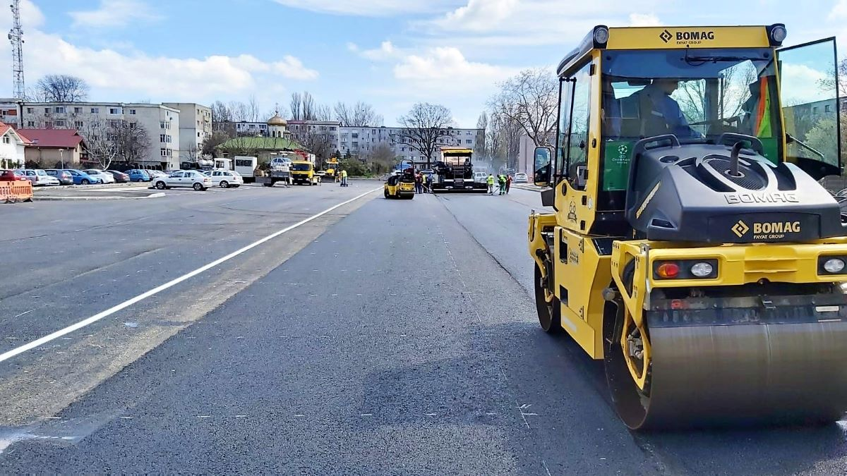 """Parcarea din zona școlii 36 """"Dimitrie Știubei"""" din Tomis Nord, a fost finalizată. Locuitorii pot depune cereri pentru rezervarea unui loc"""