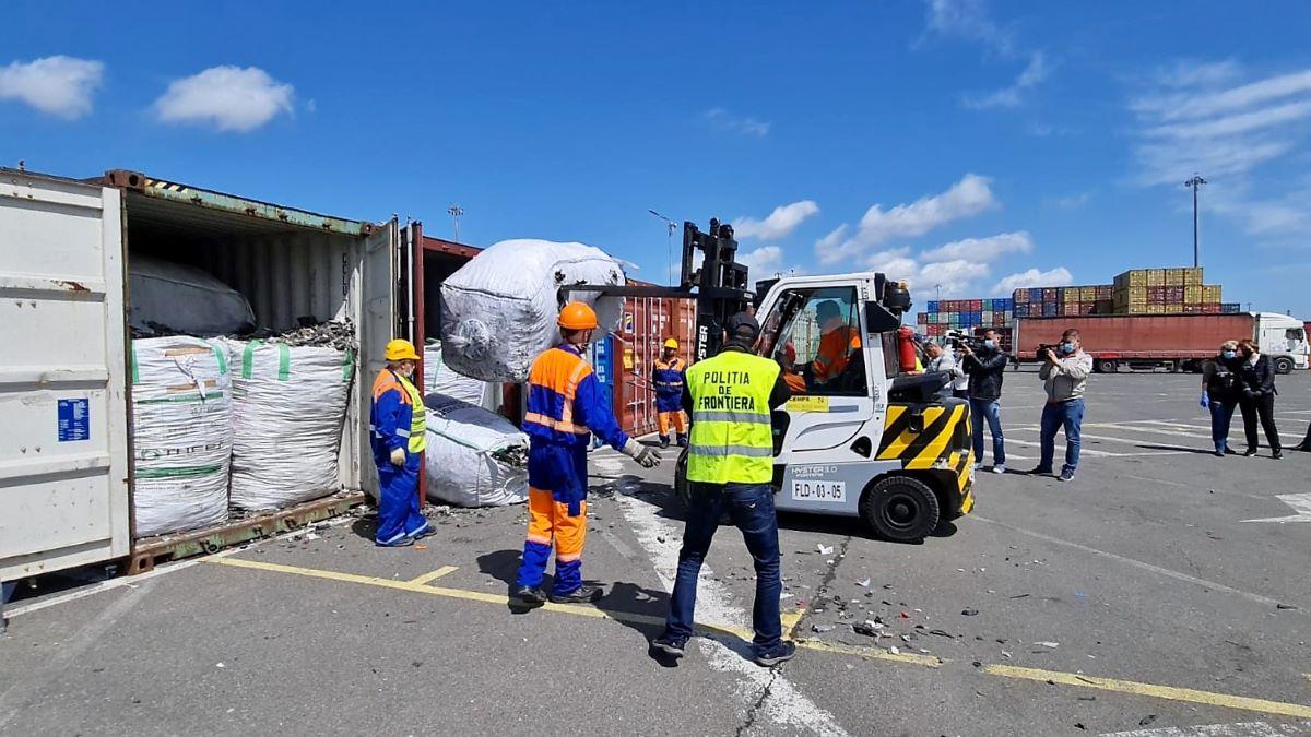 Alte 30 de containere cu deșeuri descoperite în Portul Constanța, în ultimele două zile