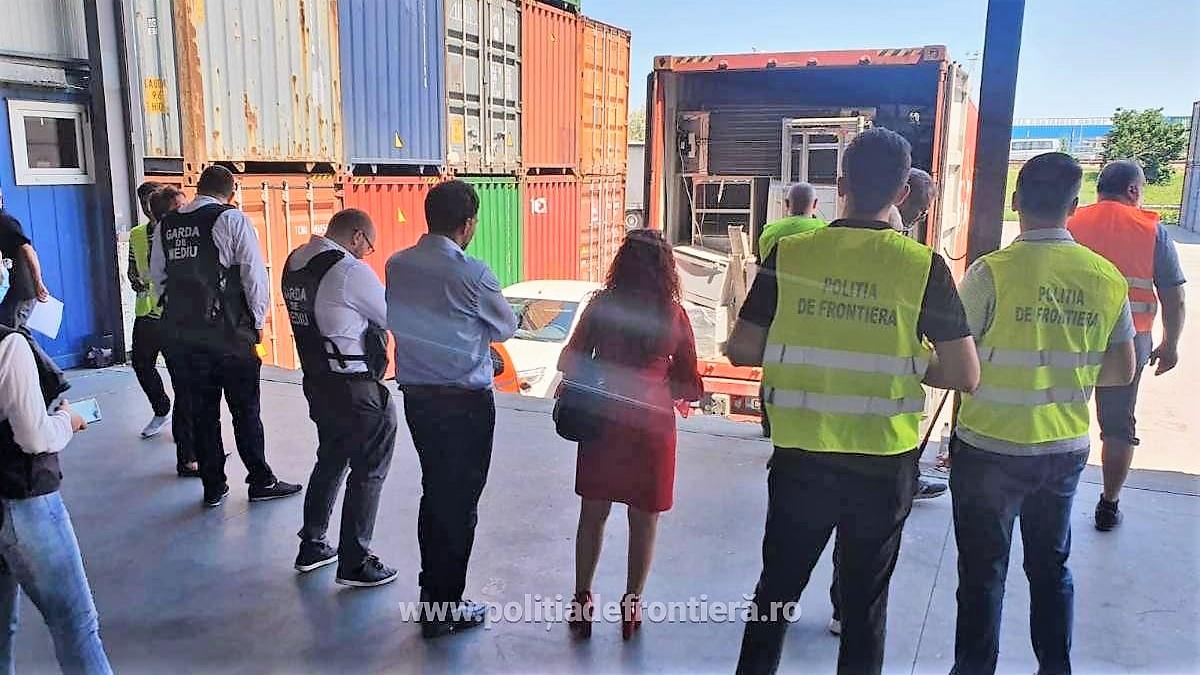 Nouă tone de deșeuri din Marea Britanie, descoperite în Portul Constanța. În documente erau trecute jucării și mobilier, în realitate erau produse electrocasnice second hand