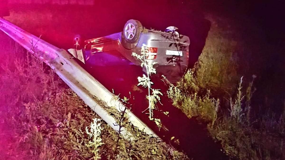 Accident provocat de un constănțean în localitatea Gura Ialomiței. Trei persoane au fost rănite după ce mașina s-a răsturnat într-un șanț