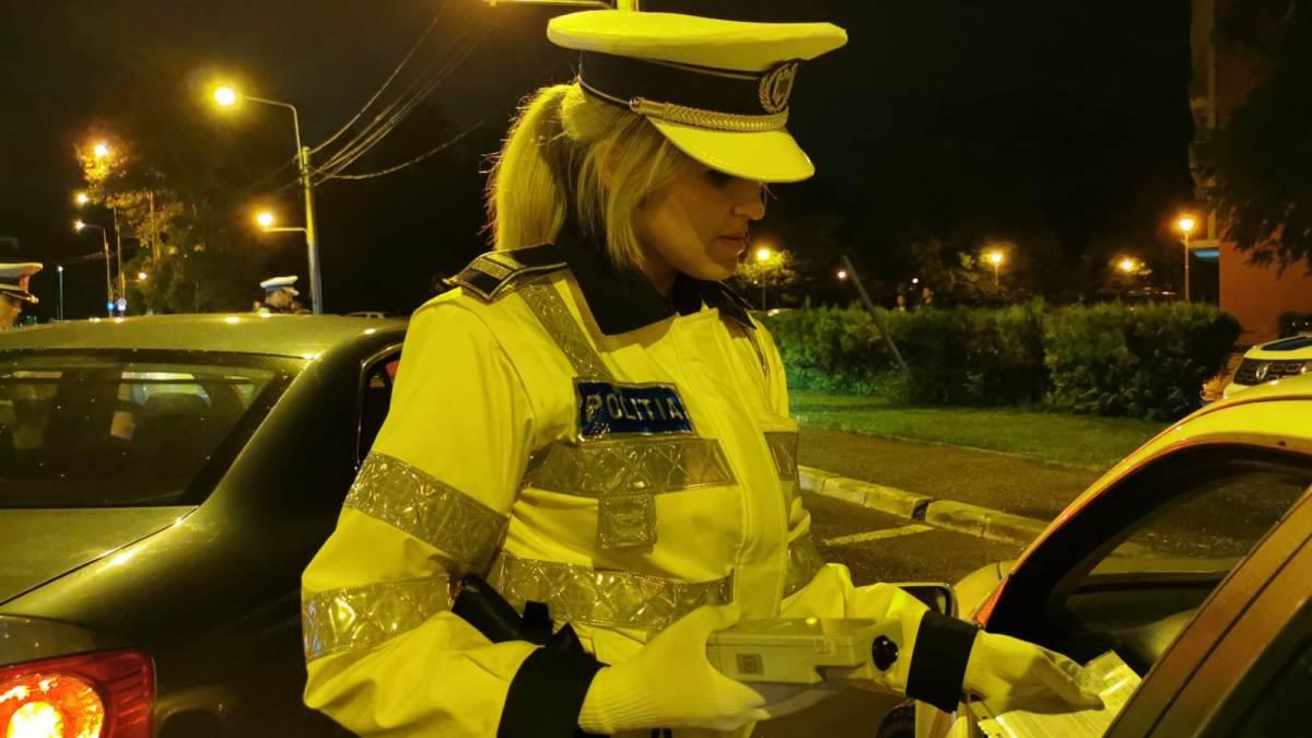 FOTO VIDEO Amplă acțiune a polițiștilor constănțeni în noaptea de sâmbătă spre duminică. Au fost reținute 23 de permise de conducere, unul pentru droguri