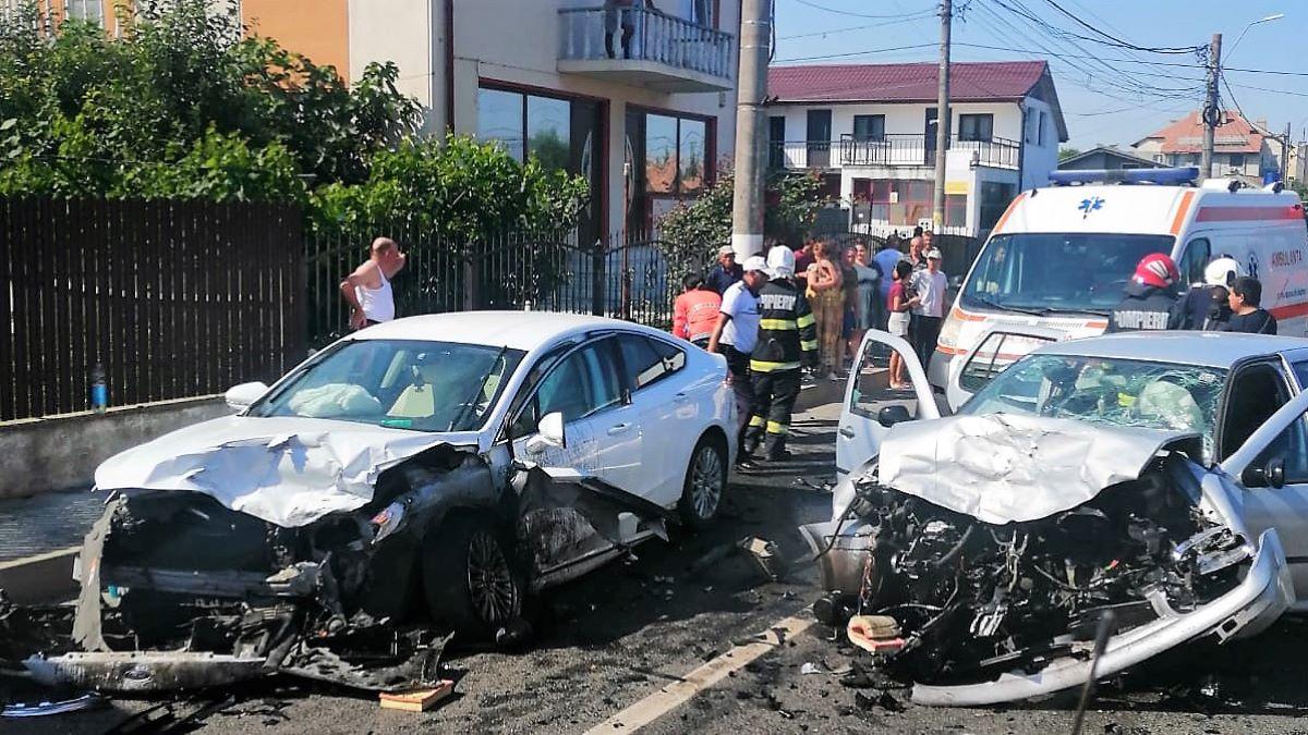 Opt persoane rănite, între care și un copil de un an și jumătate, într-un accident rutier petrecut în 23 August. Unul dintre șoferii implicați în accident consumase alcool