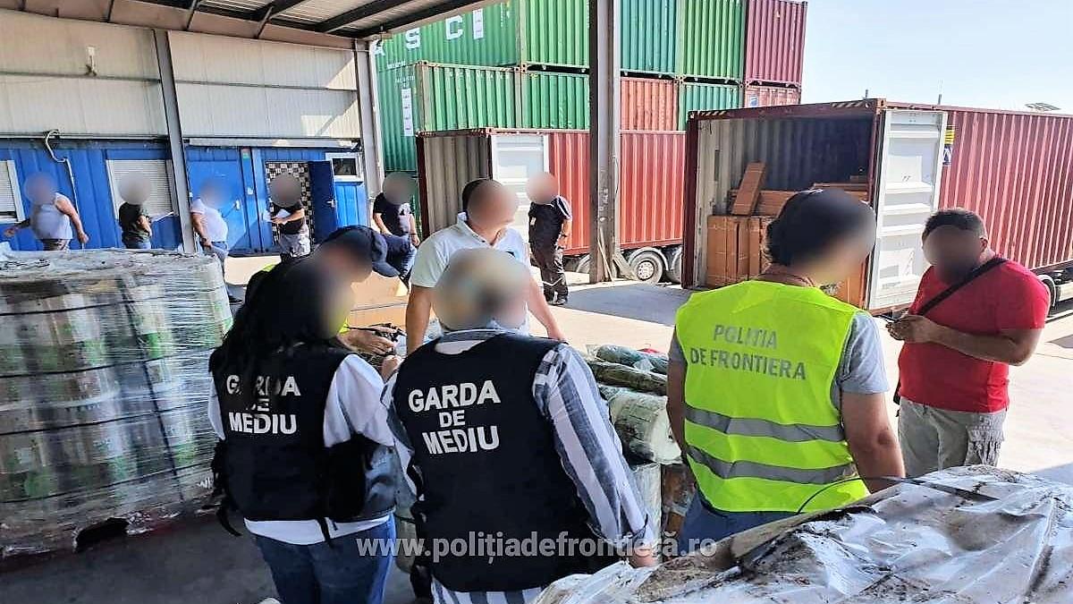 Patru containere cu deșeuri din Irlanda, descoperite în Portul Constanța Sud Agigea