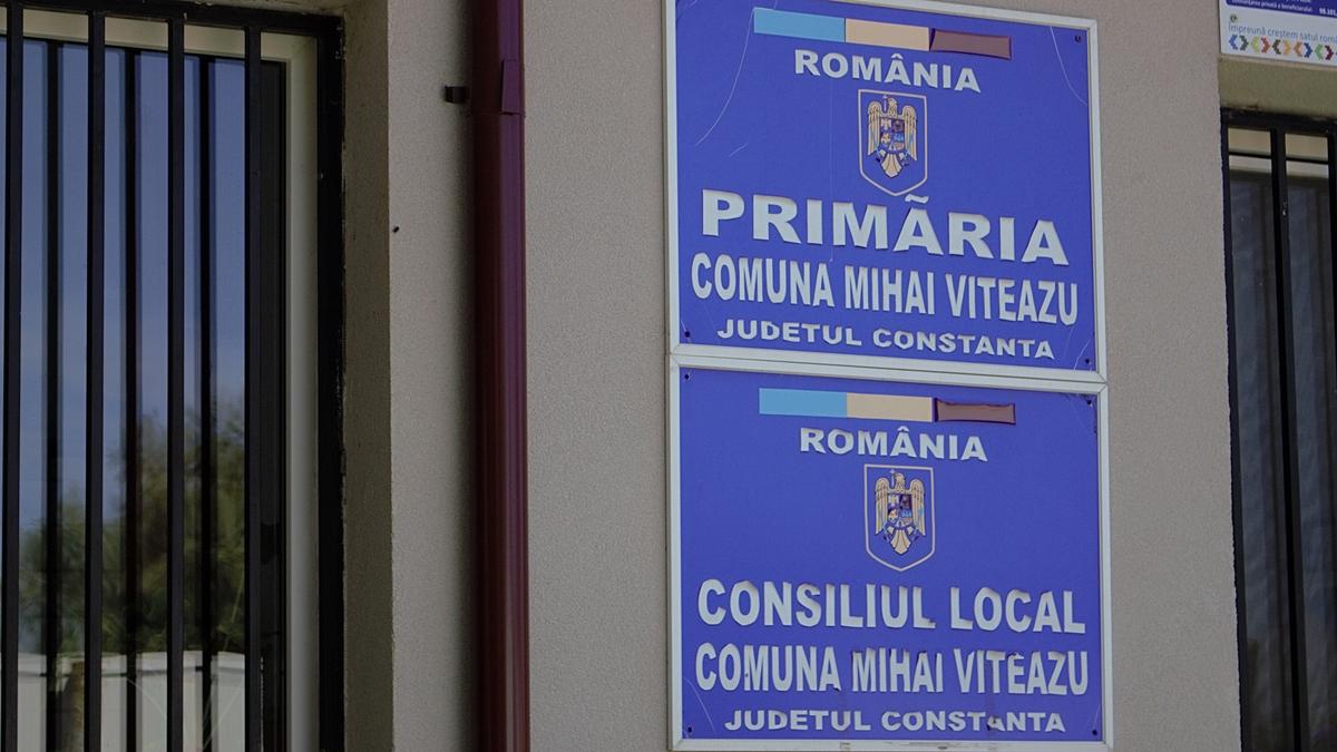 FOTO Primăria din Mihai Viteazu a alocat fonduri pentru construcția unei case mortuare și a clopotniței în satul Sinoe