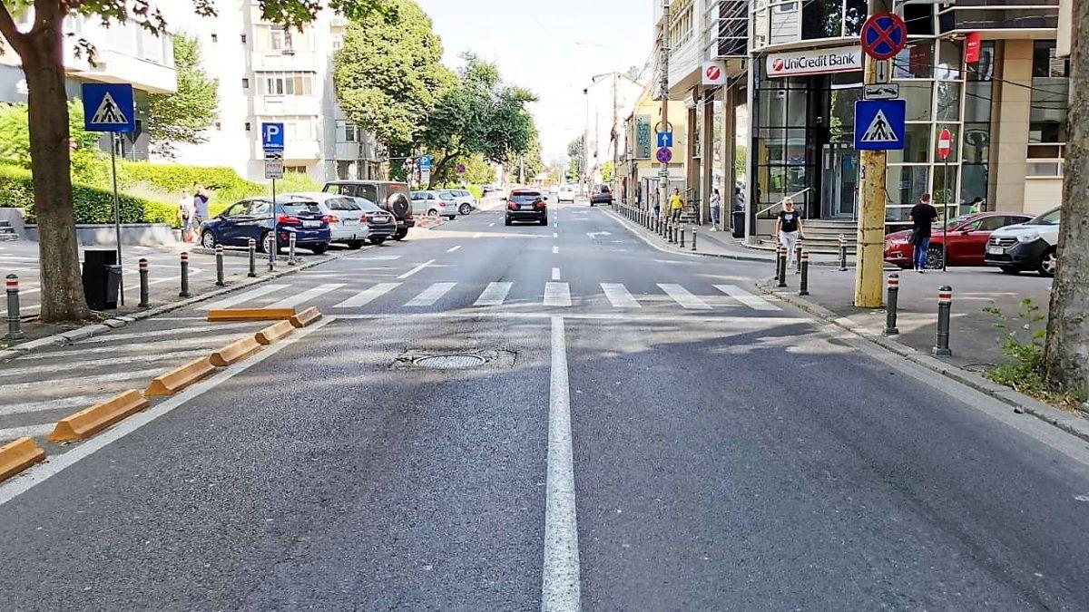 Una dintre trecerile pentru pietoni de pe strada Mircea cel Bătrân din Constanța va fi desființată